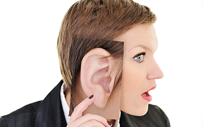 Aktivno poslušanje - ključ do boljše komunikacije