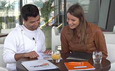 Sara Isaković se uči portugalsko z Lingulo