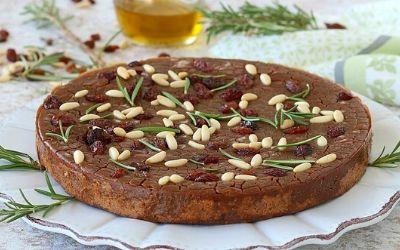 Castagnaccio – italijanski kostanjev kolač