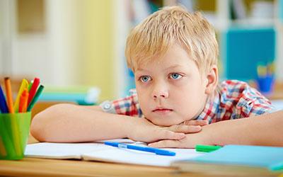 5 najpogostejših napak, ki lahko otroku zagabijo učenje tujega jezika